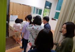 유성마을봉사단 '카네이션 산타' 진행
