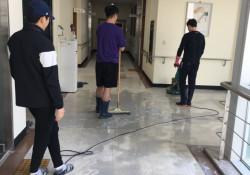코로나19를 대하는 우리 복지관의 자세 4탄 - 복지관 바닥 왁싱 작업