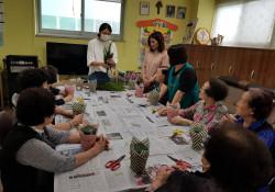 어르신 원예치료 (꽃바구니 만들기) 프로그램 진행